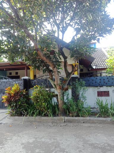 Elis's home stay, Malang