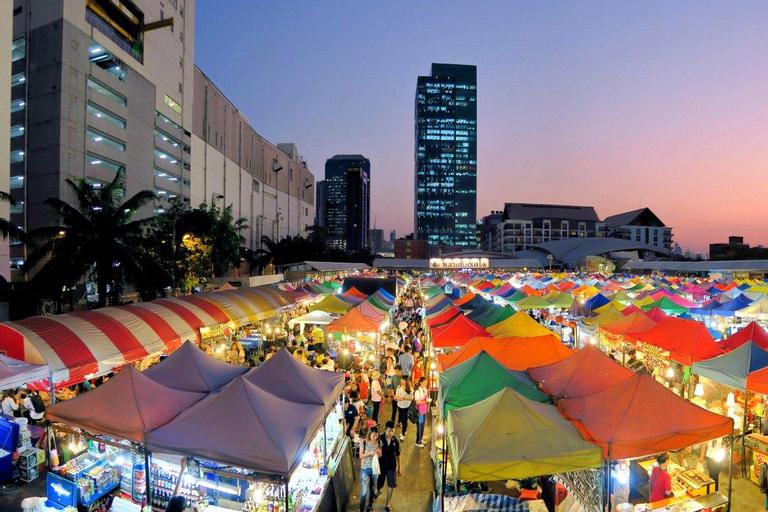 Train Night Market to 2min & MRT to 3min big House, Din Dang