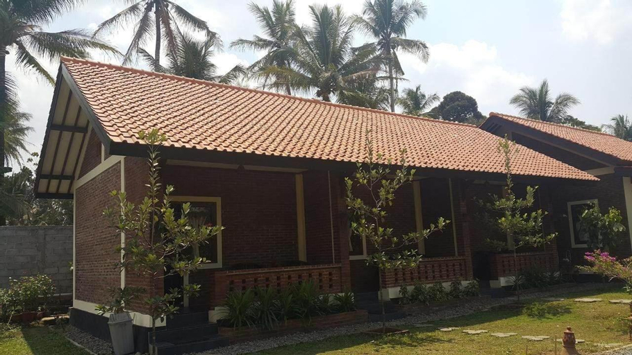 Superior Double Bed for 2 at Rumah Cartra 5, Magelang