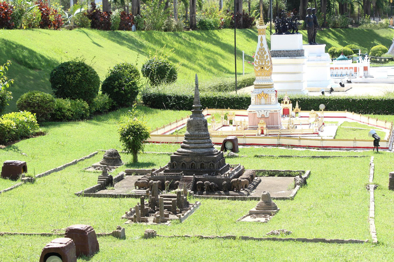 Palm Pool Villa, & Tropical Garden & Swimming Pool, Bang Lamung