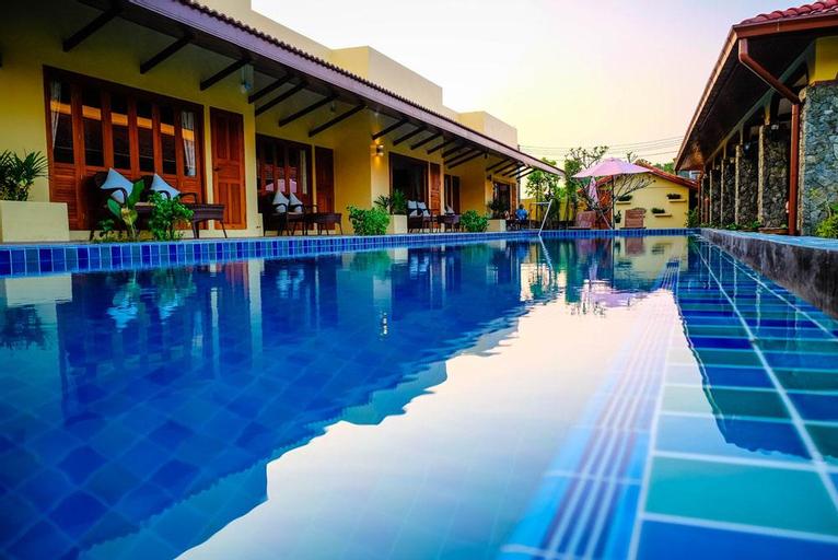 Marigold Resort 10BR w/ Large Pool & Garden, Bang Lamung