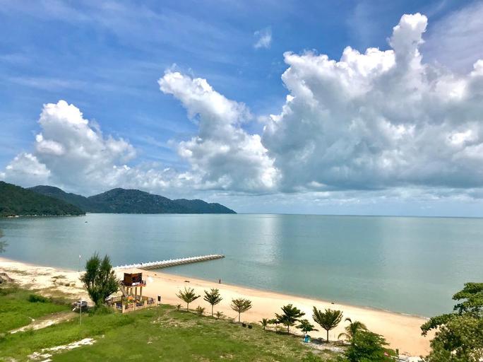 By the sea beach baby, Pulau Penang