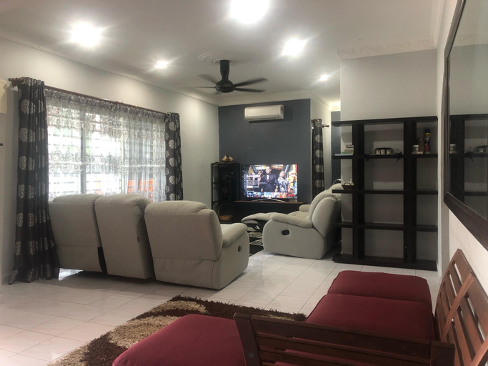 Heza Villa - 8 Beds Private Event Bungalow, Port Dickson