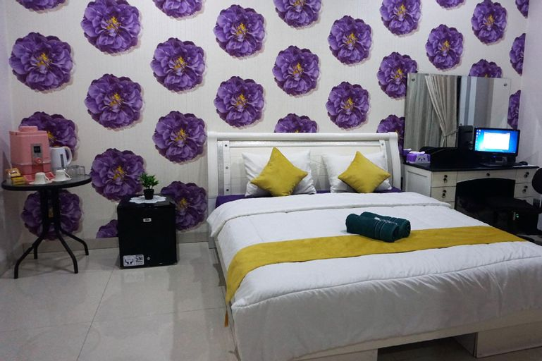 Free Wifi and Parking Deluxe Room Guest House, Jakarta Timur
