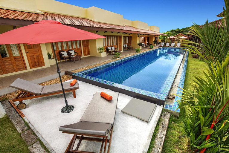 Marigold Resort 7BR w/ Large Pool & Garden, Bang Lamung