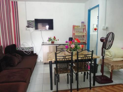 Pak Ineng Homestay- Guest House For M U S L I M ONLY..., Samarahan