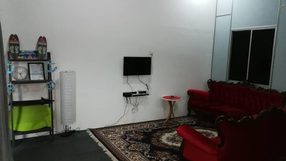 Great house for 6 pax, seaview 5 mins walking T.H, Pontian