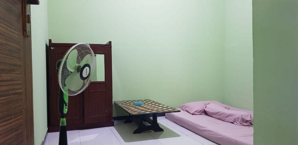Simple Cozy Room (MEN ONLY) @ Kost Ramah Tamah, Pekanbaru