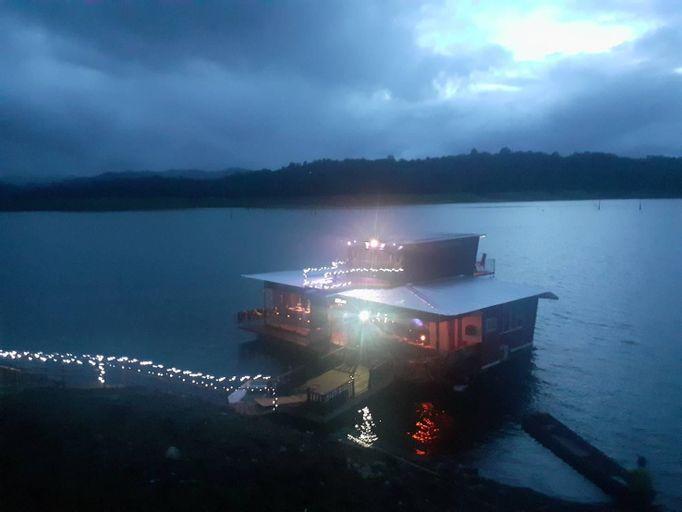 Floating House Suriya, Thong Pha Phum
