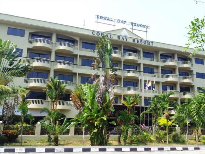 Pangkor Coral Bay Resort(3 bedrooms) 休息小站, Manjung
