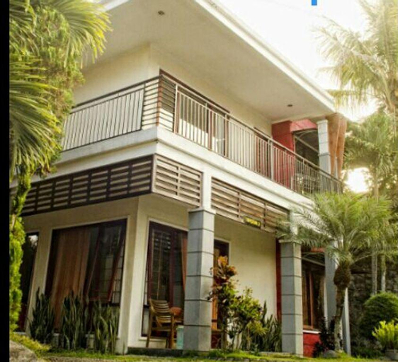 Resort Superior, 13 mins to Eco Green Park Batu, Malang