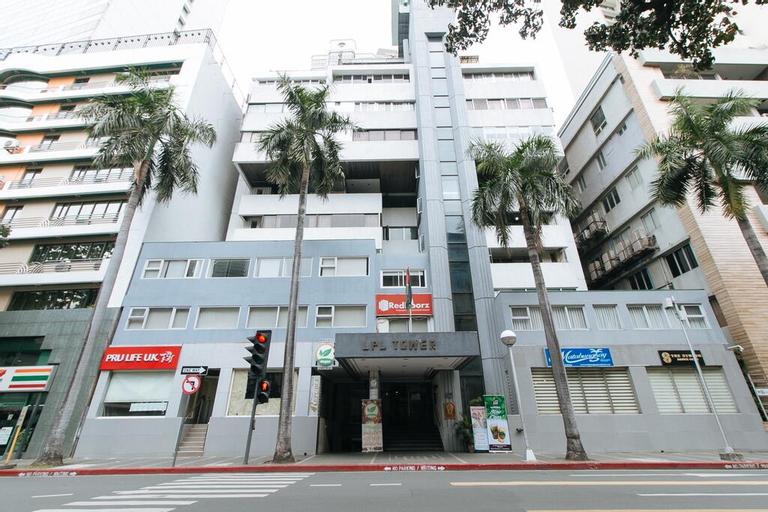 RedDoorz Premium near Greenbelt Makati, Makati City