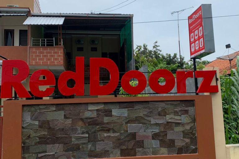 RedDoorz Syariah near Kawasan Simpang Lima Pati, Pati