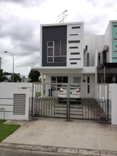 Comfort Holiday Home @ Bukit Indah, Johor Bahru