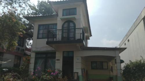 Fame Villa Castle Hook Kota Bunga 2, Cianjur