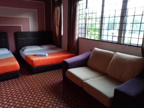 7 rooms Hotel budget, Maran
