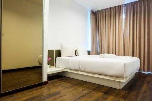 Elegant 1BR Veranda Residence @ Puri Apartment by Travelio, West Jakarta