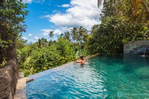 Treasure of Bali, 3BR villa, infinity pool, staff, Buleleng