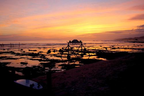 Batu Rundung Surf Resort, Simeulue