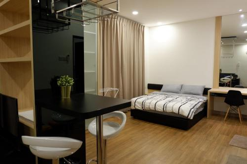 Js Suite 19 at Landmark Residence with Wifi and Carpark, Hulu Langat