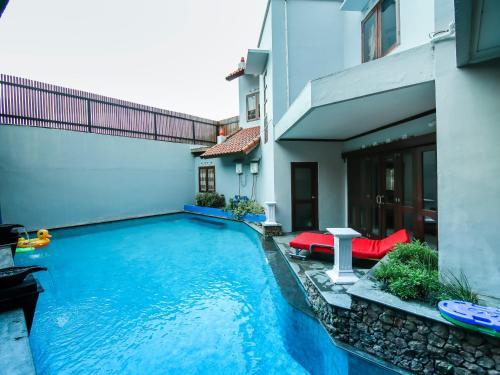 CASA de GRANADA BATU - FAMILY VILLA + PRIVATE POOL, Malang