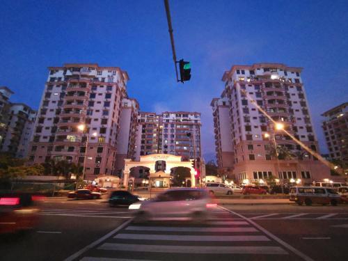 Deluxe Penthouse & 3 Bedroom Suites @ Marina Court, Kota Kinabalu