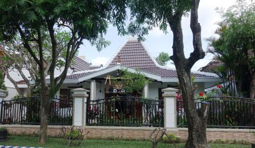 CHEZ ANNE-MARIE ET JUWANA, Malang