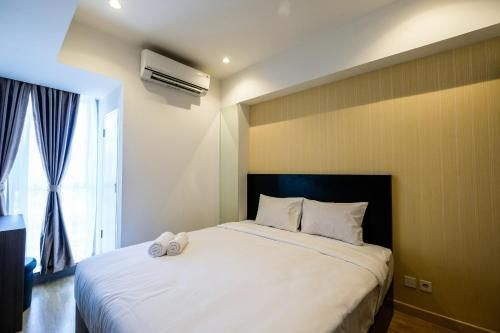 Elegant 1BR Branz BSD Apartment near AEON Mall By Travelio, Tangerang