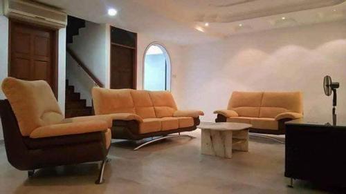 12 to 16 Guests Homestay - Happy Home Taman Bukit Kempas, Johor Bahru