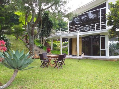 Villa Kaca 88 Cipanas, Bogor