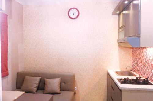 Best Price 2BR Green Pramuka Apartment By Travelio, Jakarta Timur
