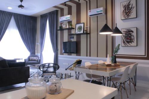 Nest Stay with 4 Bedroom Sunstone Villas, Cheras, Hulu Langat