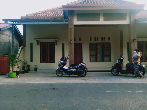 HAPPY HOMESTAY, East Jakarta