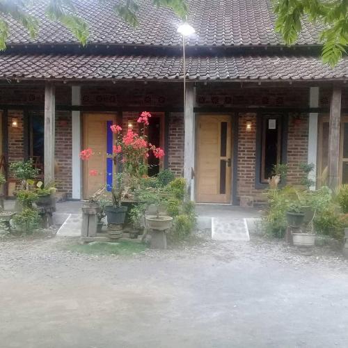 Rengganis Hostel, Magelang