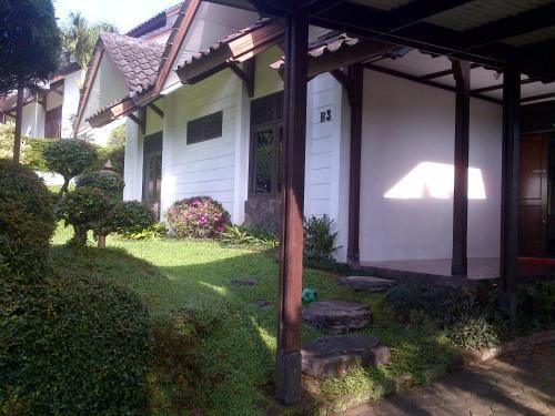 Villa Bougenville 2 B-3, Bogor