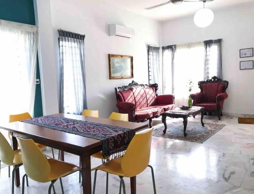 Emma Homestay, Bandar Tasik Puteri - 5 bedrooms, 3 bathrooms, Kuala Lumpur