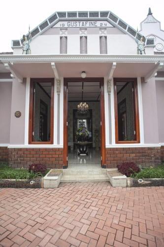 Huis Van Gustafine Floor 2, Malang