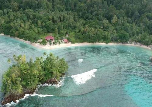 Nusa Nalan Beach Resort, Maluku Tengah