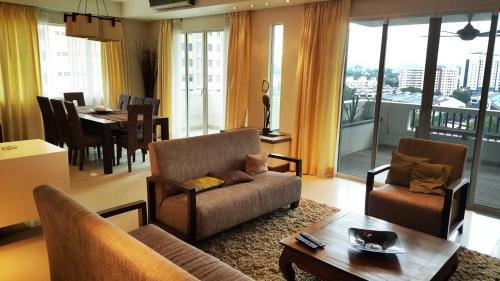 Minimalist 1400sqft 3-room Condo @ Mont Kiara, Kuala Lumpur