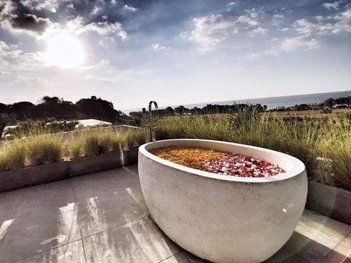 Villa Lespoir I, 180 ocean view with huge pool, Buleleng