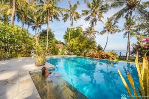 Villa Burung, Breathtaking oceanfront, infinity pool 3BR, Buleleng