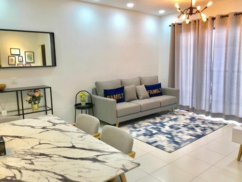 Infinity Pool @ Roof Top 3BR Family Suite, Pulau Penang