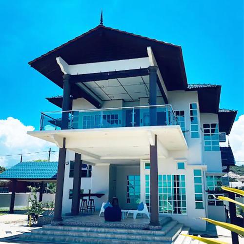 Grande Villa CHE Beach House by Vale Pine, Marang