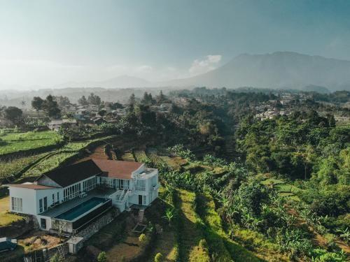 VILLA AKIRA, Mountain View Getaway, Bogor