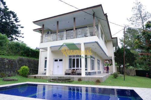 Villa Galaxy Modern House with an Epic Views of Mountains, Bogor