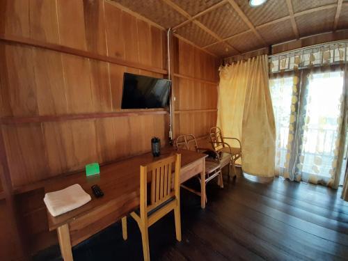 Nebula Cottage, Tojo Una-Una