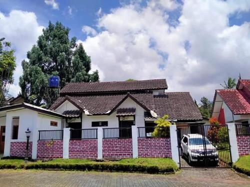 Evarios Villa White Rose, Bogor