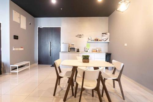 Spacious 3 Bedrooms by Cozy Home, Barat Daya