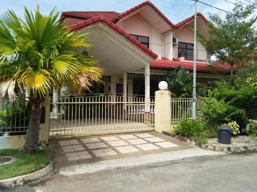 Palm Beach Villa, Papar