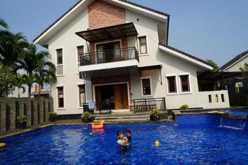 Pesona Air - Villa and Private Pool, Depok